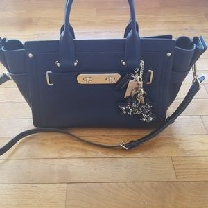 Coach Swagger Carryall Large